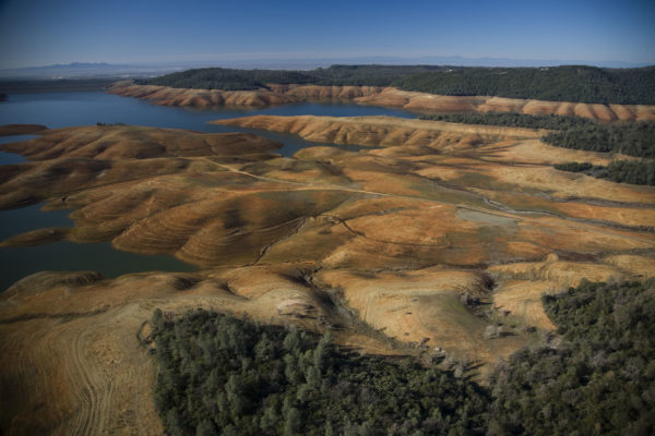 oroville facing dam main body